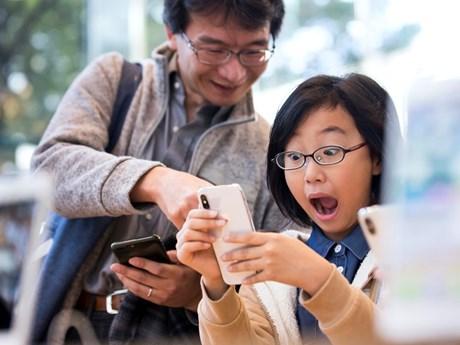 Cảm xúc vỡ òa của những khách hàng đầu tiên sở hữu iPhone X