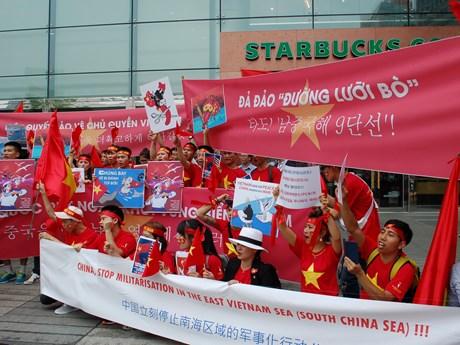 """[Photo] Người Việt """"nhuộm đỏ"""" Seoul, biểu tình phản đối Trung Quốc"""