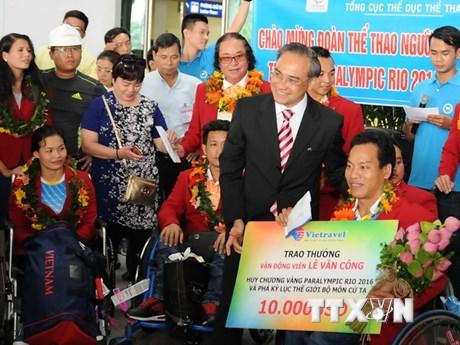 Chào đón đoàn thể thao người khuyết tật Việt Nam đại thắng trở về