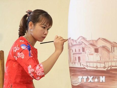[Photo] Gốm Chu Đậu - sự tinh xảo hòa quyện truyền thống và hiện đại