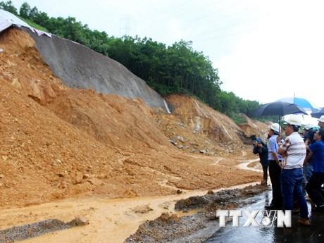 [Photo] Tuyến cao tốc Hạ Long-Vân Đồn sạt lở nhiều điểm do mưa lớn