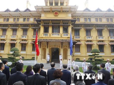 [Photo] Lễ thượng cờ kỷ niệm 51 năm Ngày thành lập ASEAN tại Hà Nội