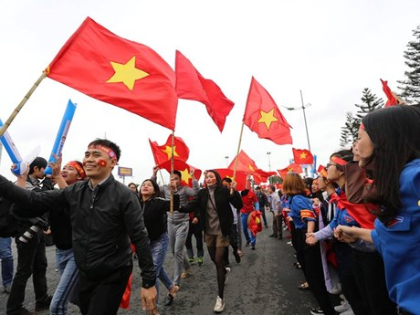 Ngày hội bóng đá tưng bừng bên ngoài Nhà ga VIP sân bay Nội Bài