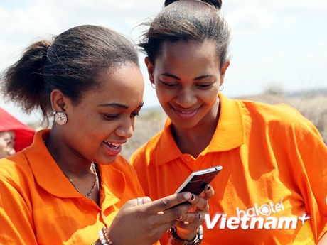 [Photo] Viettel tất bật trước giờ khai trương mạng di động ở Tanzania
