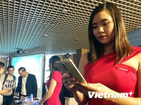 Cận cảnh smartphone công nghệ Tango đầu tiên thế giới ở Việt Nam