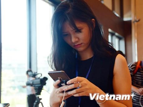 "[Photo] Cận cảnh smartphone ""made in Vietnam"" Bphone 2017"