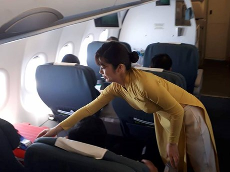 Hình ảnh về cuộc vận chuyển khẩn cấp cho ca ghép tim xuyên Việt