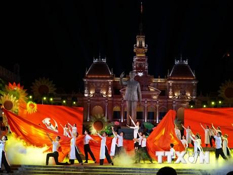 [Photo] Tưng bừng các chương trình nghệ thuật đặc biệt mừng Quốc khánh