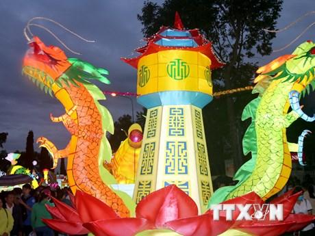 [Photo] Đặc sắc Lễ hội rước đèn Trung Thu Phan Thiết 2017