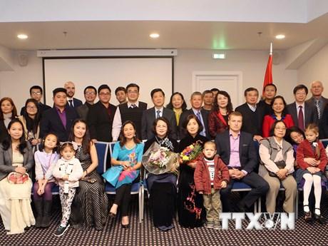 Phó Chủ tịch nước gặp mặt thân mật cộng đồng người Việt tại Latvia