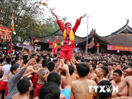 [Photo] Độc đáo lễ hội truyền thống rước pháo Đồng Kỵ