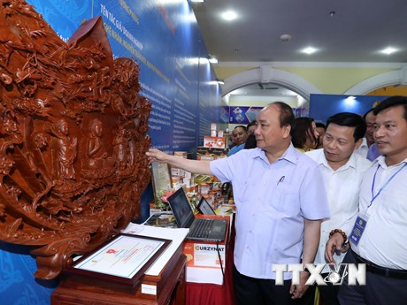 Thủ tướng gặp gỡ công nhân khu công nghiệp vùng Đồng bằng sông Hồng