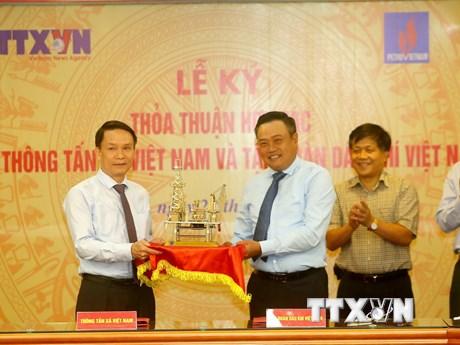 Toàn cảnh lễ ký kết thỏa thuận hợp tác giữa TTXVN và PVN
