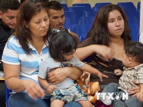 Thẩm phán yêu cầu Chính phủ Mỹ chi khoản phí đoàn tụ gia đình nhập cư