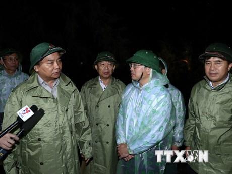 [Photo] Thủ tướng trực tiếp kiểm tra việc khắc phục hậu quả bão