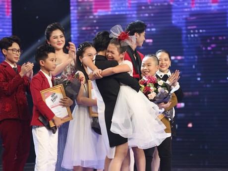 [Photo] Phút đăng quang của Quán quân Giọng hát Việt nhí 2017
