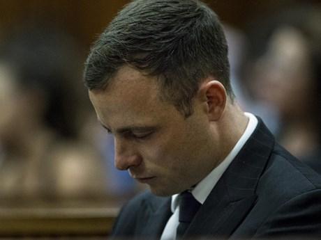"""""""Người không chân"""" Pistorius được tạm tha và bị quản thúc tại gia"""