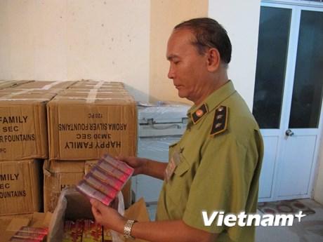 [Photo] Cận cảnh thu giữ gần 2 tấn pháo hoa điện nhập lậu tại Hà Nội