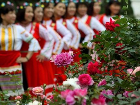 Hàng ngàn bông hoa khoe sắc trong Ngày hội Hoa hồng Bulgaria dịp 8/3