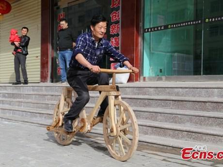 Xe đạp hoàn toàn bằng gỗ có thể chở người nặng tới 100kg
