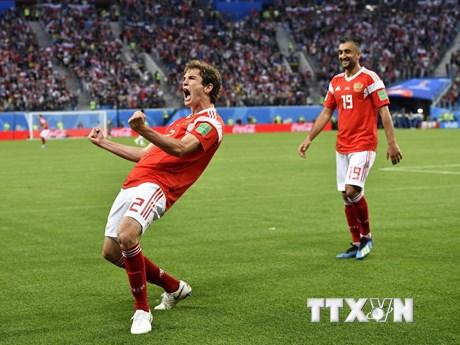 Chùm ảnh 'Gấu Nga' đè bẹp Ai Cập, rộng cửa vào vòng 16 đội