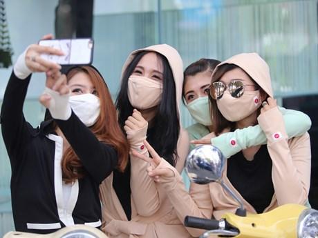 Vải chống tia UV: Cách mạng cho thời trang chống nắng của phái đẹp