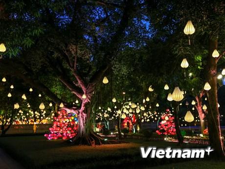 Người Hà Nội háo hức tìm lại ký ức Trung thu truyền thống ở Văn Miếu