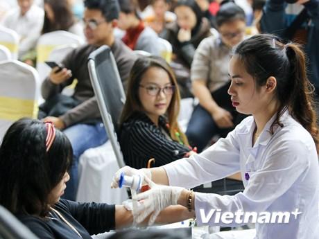 [Photo] Hàng trăm người xếp hàng chờ hiến máu nhóm O tại Hà Nội