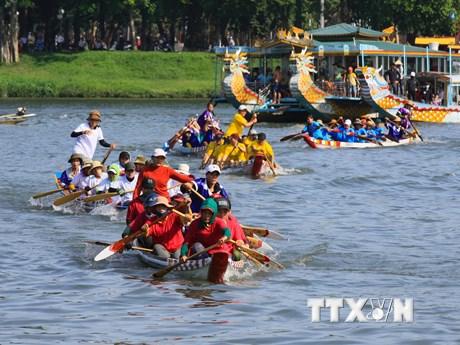 Thừa Thiên-Huế: Đua thuyền truyền thống trên sông Hương