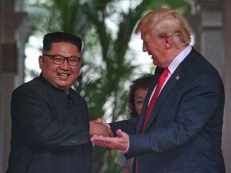 [Photo] Những cử chỉ thân thiện giữa lãnh đạo Mỹ và Triều Tiên
