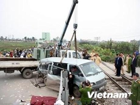 Khởi tố bị can lái xe khách trong vụ đâm tàu hỏa