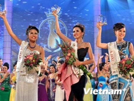 Diễm Hương đăng quang Hoa hậu Thế giới người Việt