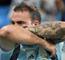 CĐV Argentina tức giận đòi đập máy quay của phóng viên TTXVN