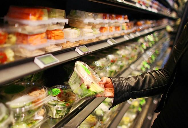 Thức ăn bày bán tại siêu thị. (Ảnh minh họa: DPA)
