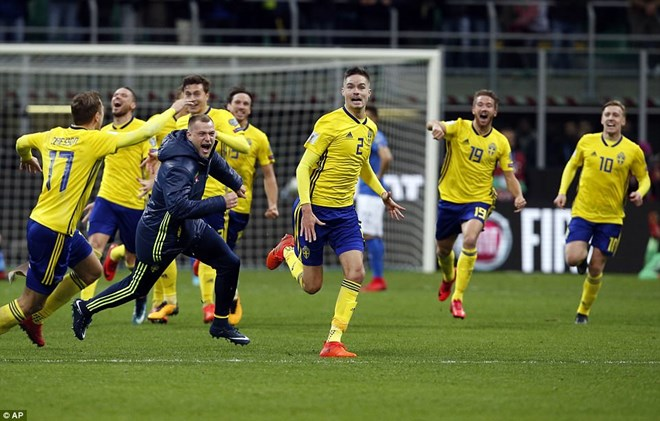 Niềm vui của các cầu thủ Thụy Điển sau khi trận đấu kết thúc. (Nguồn: AP)