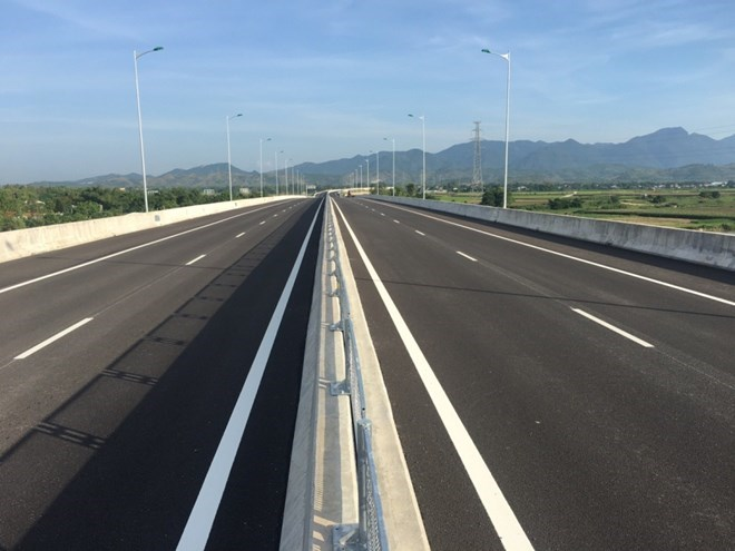 Phó Thủ tướng kiểm tra thi công tuyến cao tốc Đà Nẵng-Quảng Ngãi - ảnh 1