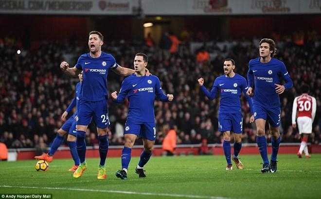 Hazard và Chelsea hân hoan sau bàn thắng gỡ hòa.