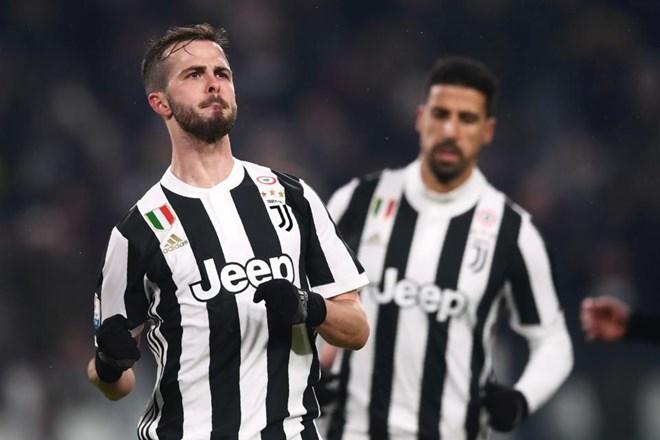 Miralem Pjanic lập công đưa Juventus vào chung kết. (Nguồn: AFP)