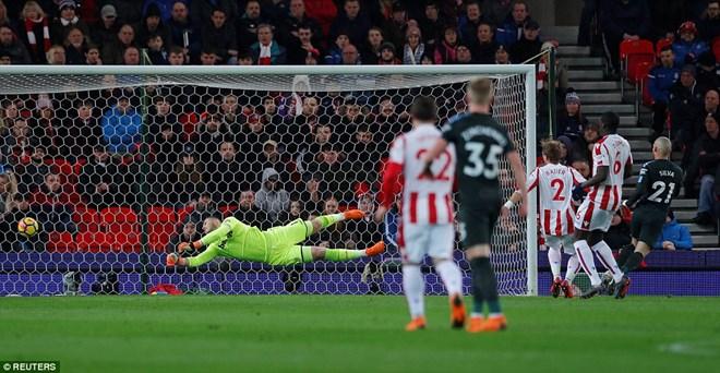 Bàn mở tỷ số của Silva ở phút thứ 10.