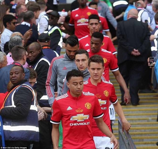 Nỗi buồn của các cầu thủ Manchester United khi phải trải qua mùa giải trắng tay.