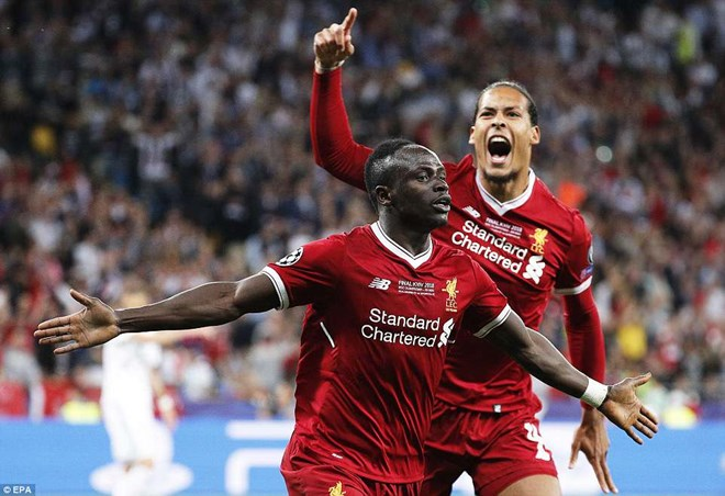 Mane gỡ hòa 1-1 cho Liverpool.