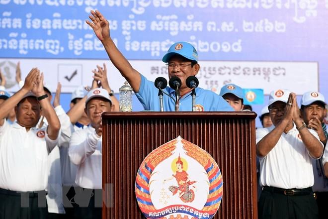 Chủ tịch đảng Nhân dân Campuchia (CPP) cầm quyền, Thủ tướng Samdec Techo Hun Sen phát biểu tại buổi kết thúc chiến dịch vận động tranh cử Quốc hội ở Phnom Penh ngày 27-7. Nguồn: AFP/TTXVN