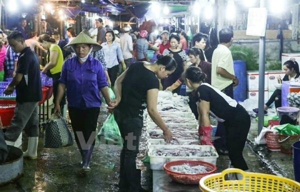 Chợ đầu mối Long Biên, Hà Nội. (Ảnh: Vietnam+)