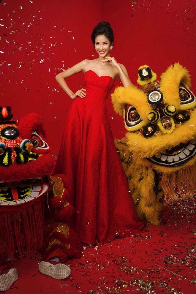 Top 3 Hoa hậu Hoàn vũ Việt Nam 2017 đỏ rực mừng Xuân mới - ảnh 3