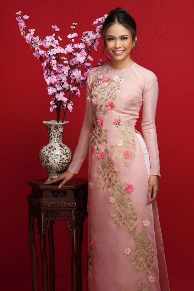 Top 3 Hoa hậu Hoàn vũ Việt Nam 2017 đỏ rực mừng Xuân mới - ảnh 8