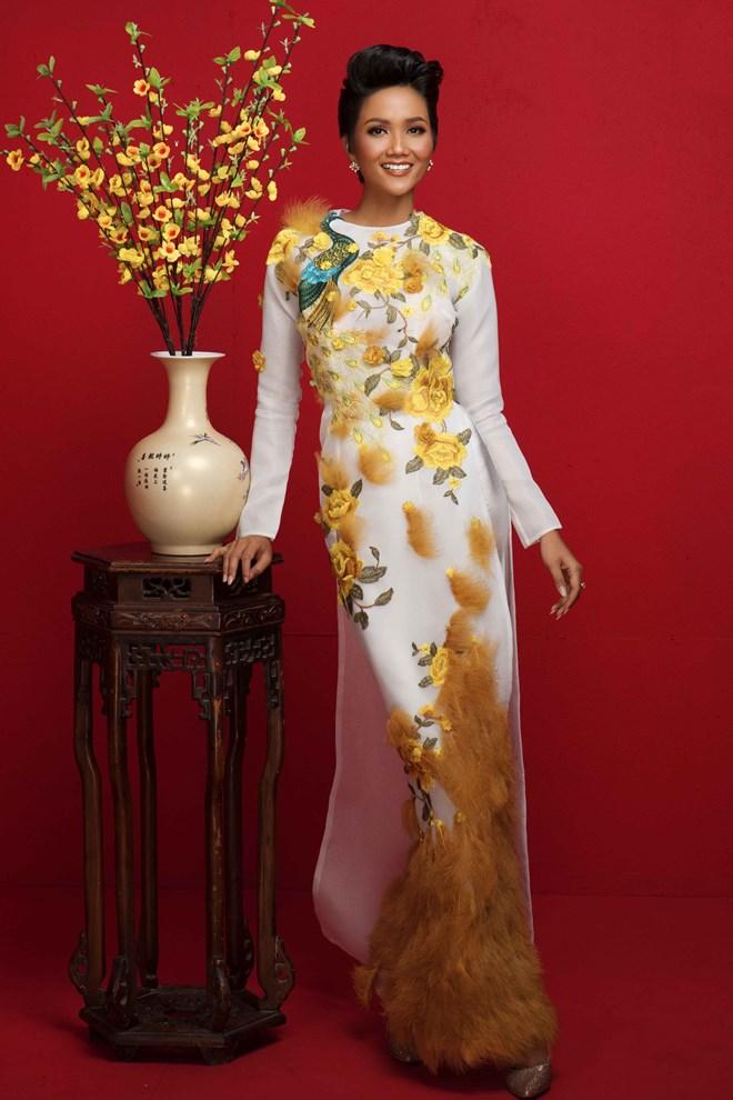 Top 3 Hoa hậu Hoàn vũ Việt Nam 2017 đỏ rực mừng Xuân mới - ảnh 5