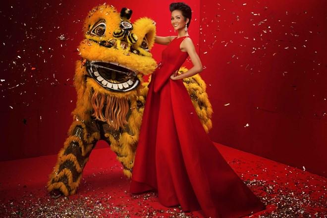 Top 3 Hoa hậu Hoàn vũ Việt Nam 2017 đỏ rực mừng Xuân mới - ảnh 2