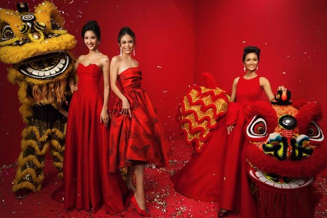 Top 3 Hoa hậu Hoàn vũ Việt Nam 2017 đỏ rực mừng Xuân mới - ảnh 1