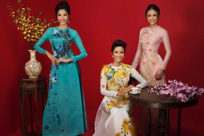 Top 3 Hoa hậu Hoàn vũ Việt Nam 2017 đỏ rực mừng Xuân mới - ảnh 6