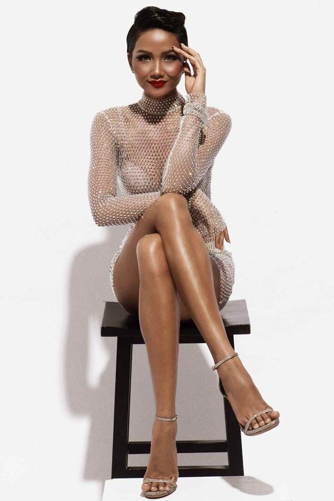 Hoa hậu H'Hen Niê ấn tượng trong những tông màu đối lập - ảnh 7